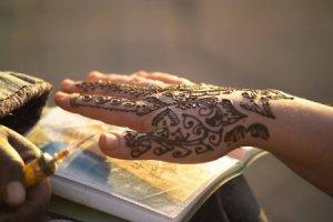 Moroccan Henna Powder for its Stringiness to Draw Finer Lines and Crimson-Toned Stain
