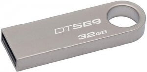 6. Kingston DataTraveler SE9 32GB USB 2.0 Pen Drive